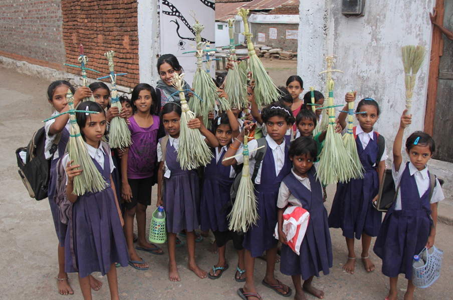 02_Children with Brooms