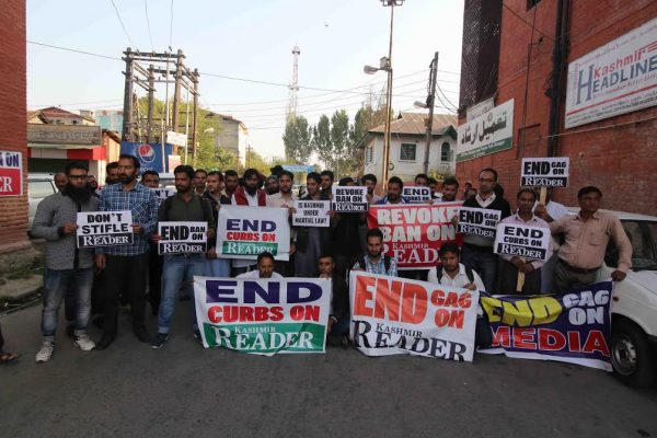 journalist-protest-againt-ban-on-kashmir-reader-on-oct-7th-2016